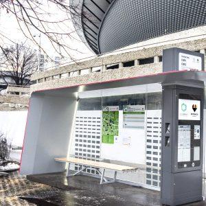 E-papier - pylon z dachem solarnym