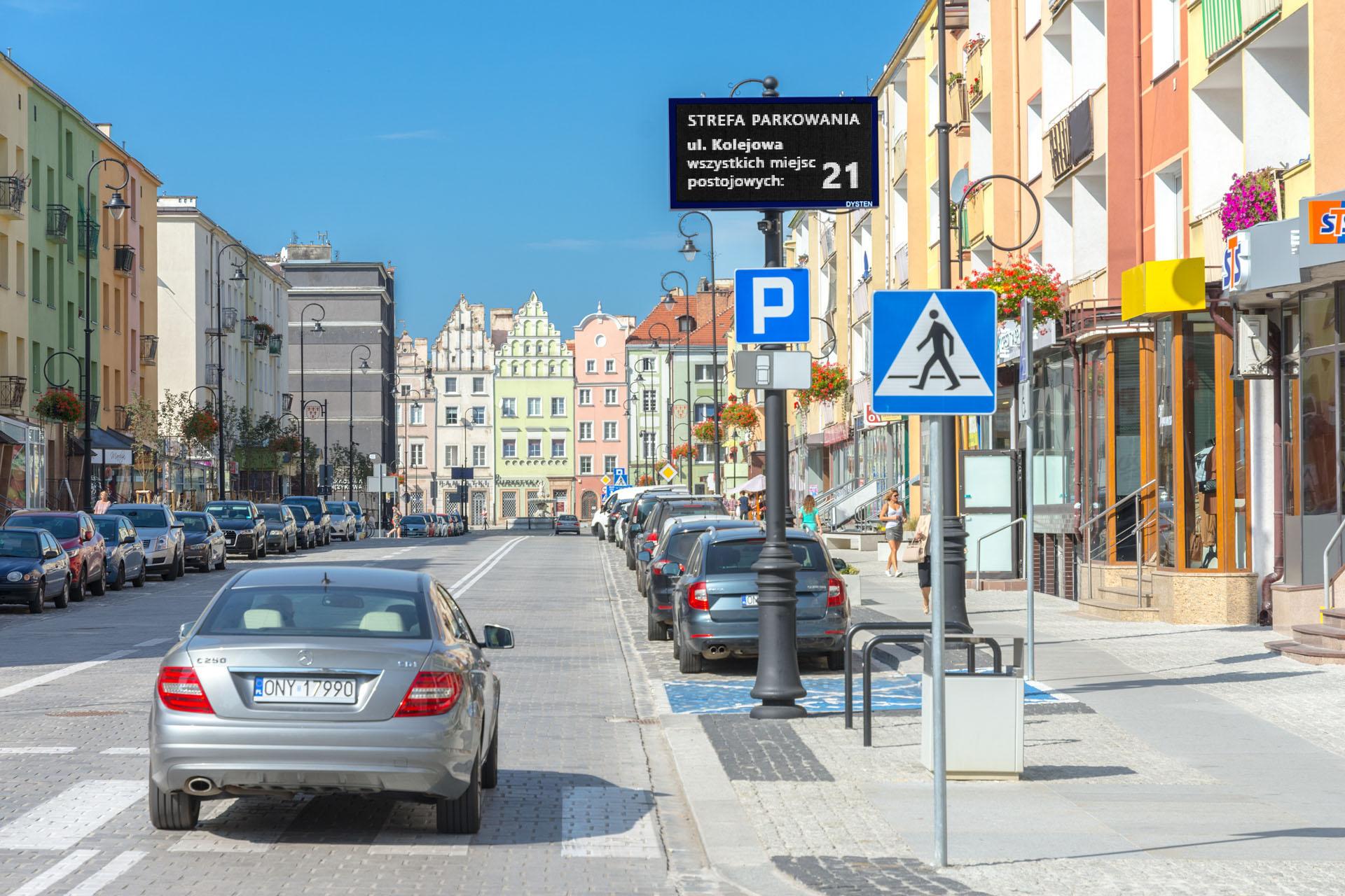 VMS ZZT Dysten - nowoczesne Znaki Zmiennej Treści, modern LED RGB Variable Message Signs, Nysa 2020, starówka, the old town