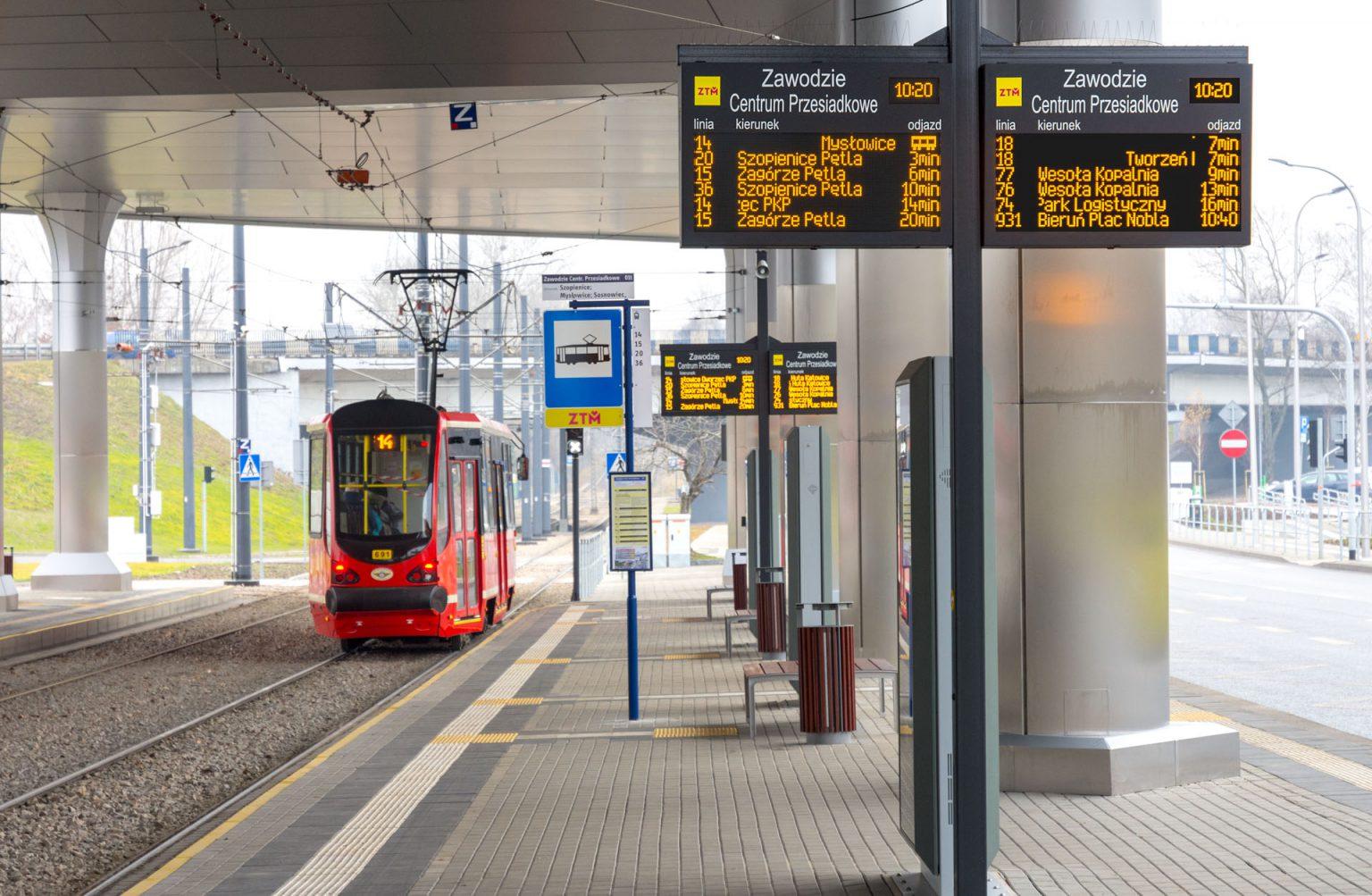 SDIP, Dynamic Passenger Information Display System and info kiosk, LED passenger information boards. This project was cofinanced by EU. Tablice informacji pasażerskiej LED amber, Katowice Zawodzie.
