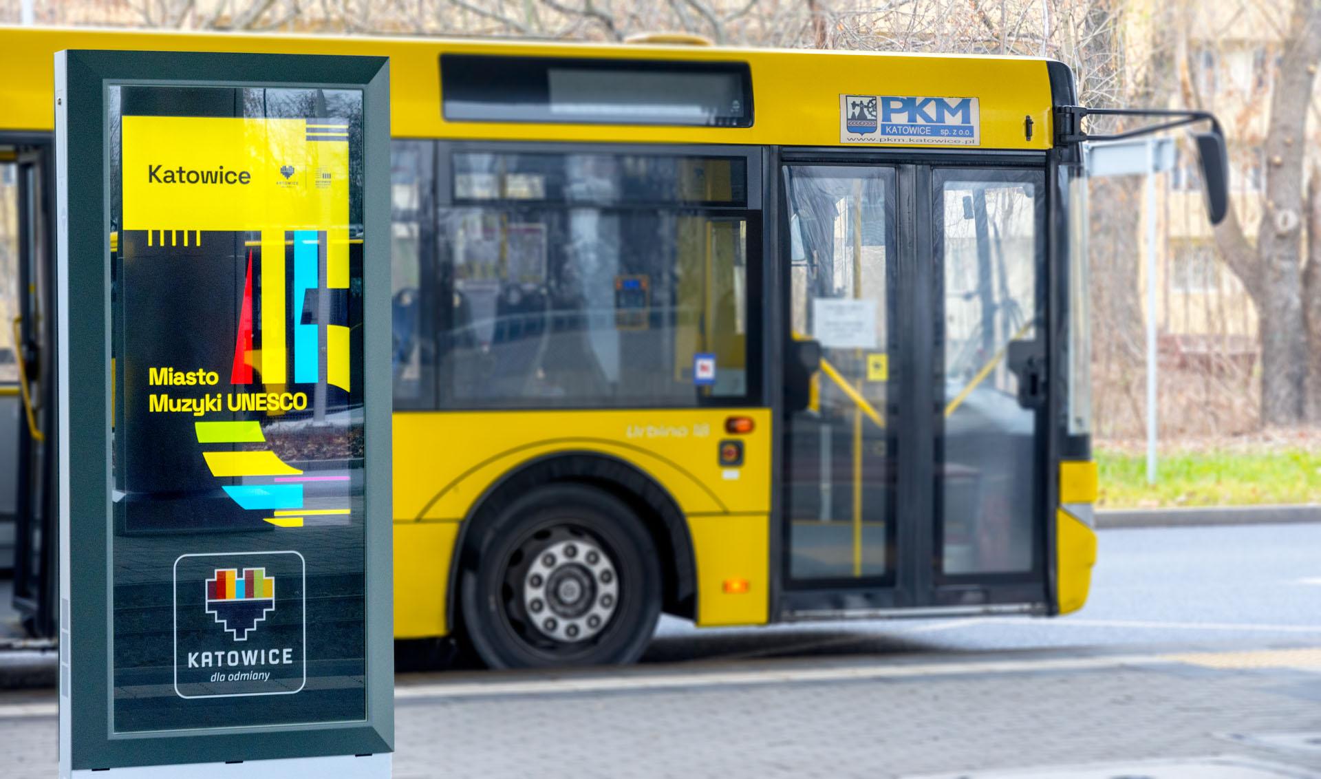 Info kiosk Dysten. Infokiosks and information totems implemented at the Zawodzie interchange hub. Project in Katowice was co-financed by the European Union. Infokioski w centrum przesiadkowym Katowice Zawodzie